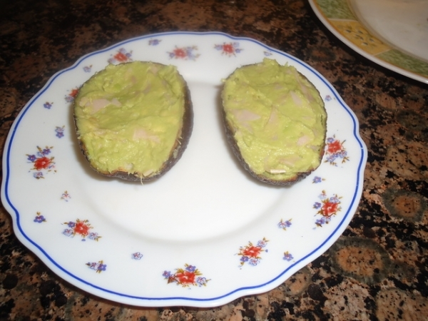 Aguacates rellenos de queso de Idiazabal