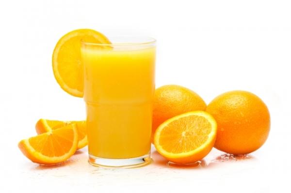 Air jeruk (zumo caliente de naranja y canela)