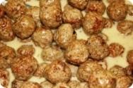 Albóndigas de butifarra de ajos tiernos y calabacín