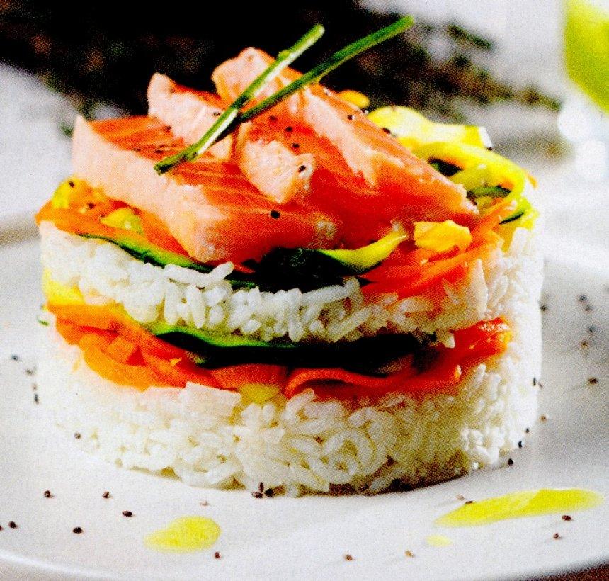 Arroz con salmón y espaguetis de verduras