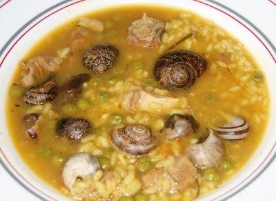 Arroz y guisantes con caracoles