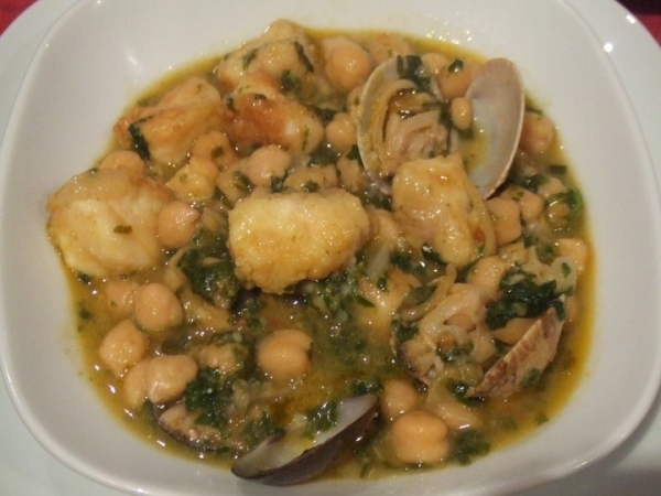 Bacalao con garbanzos y almejas en thermomix | The cook monkeys