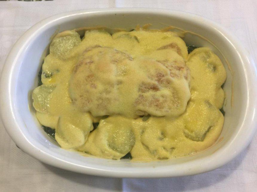 Bacalao con patata y col con salsa de alioli