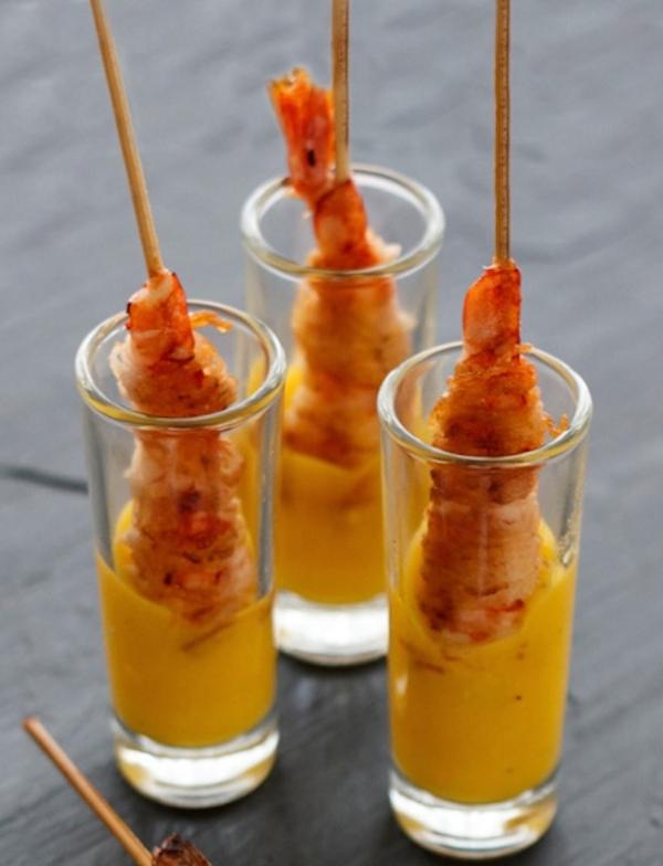 Brocheta de gamba crujiente con salsa de mango