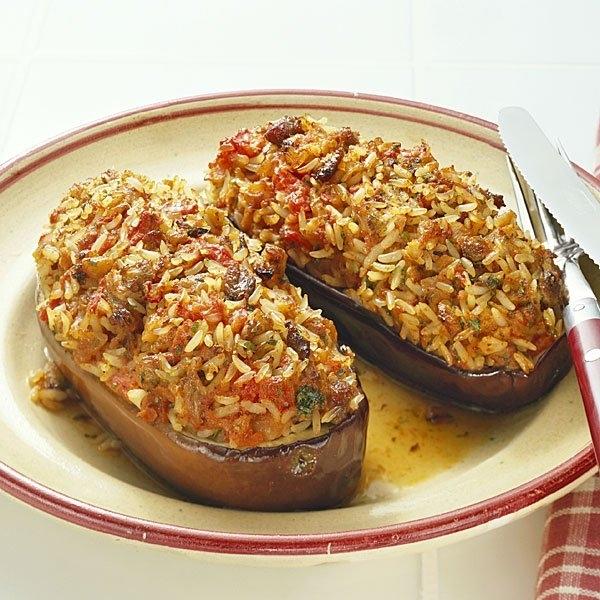 Berenjenas rellenas de arroz, carne y chile