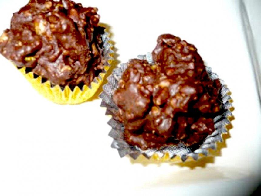 Bombones de chocolate y crema de almendras