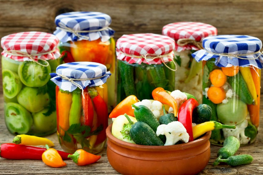 Botes de verduras encurtidas