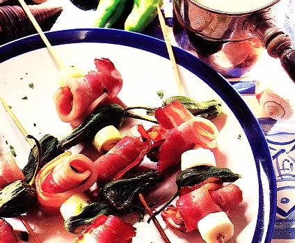 Brochetas de mejillones y bacon a la salsa de vino