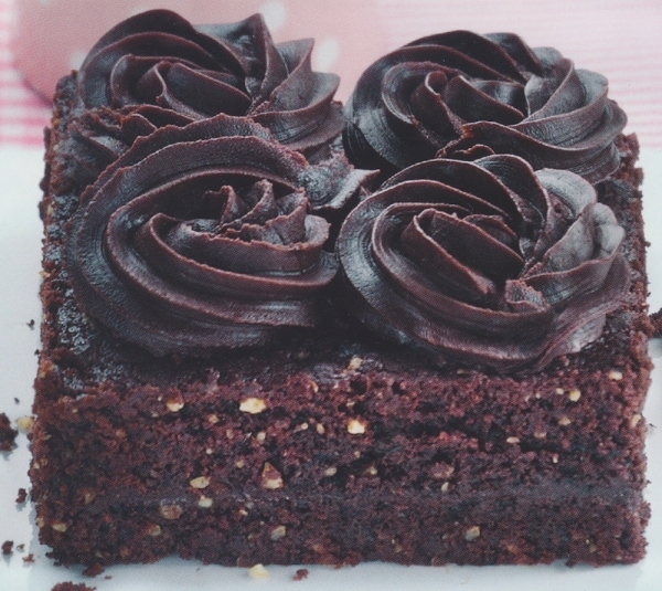 Brownie con rosas de chocolate