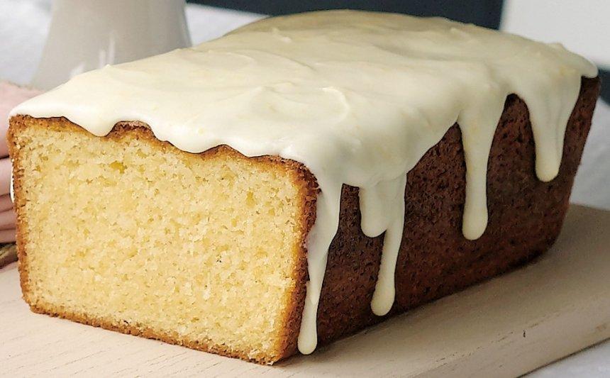 Cake de limón con glaseado blanco en Thermomix