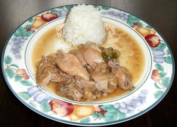 Calamarcitos con cebolla y arroz blanco