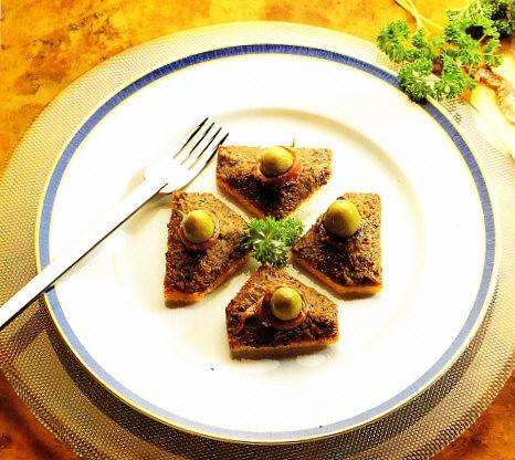 Canapés de anchoas y aceitunas