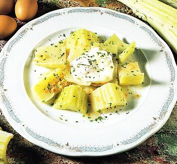 Cardo con huevos escalfados