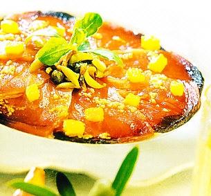 Carpaccio de atún con perfume de ajo y vinagreta de oliva manzanilla