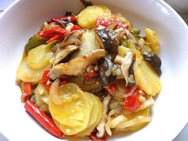 Cazuela de pimientos y patatas
