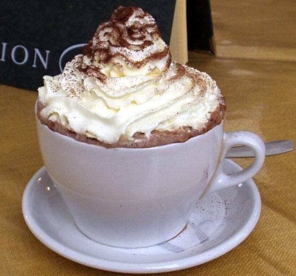 Chocolate a la taza con nata