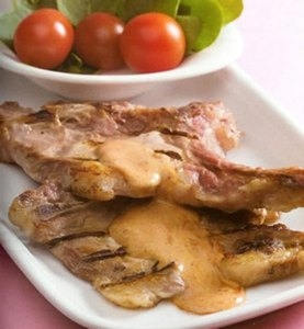 Chuletas de cerdo con salsa de mostaza de Dijon