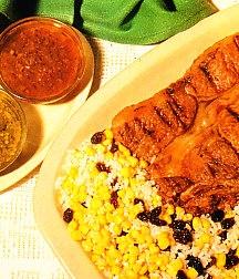 Churrasco a la brasa con arroz, maíz y pasas