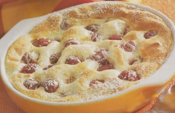 Clafoutis con cerezas y almendras