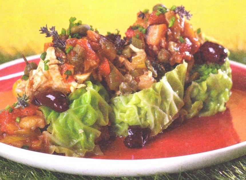 Col rellena con pechuga de pollo y caponata siciliana