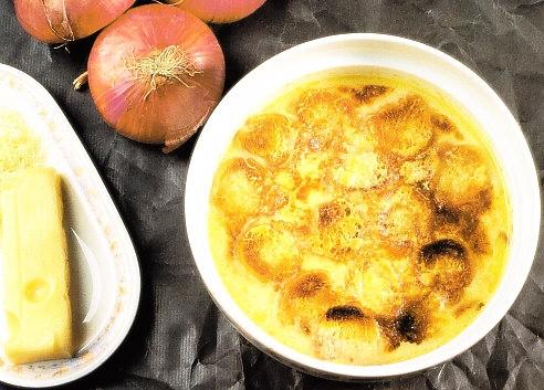 Crema de cebolla gratinada