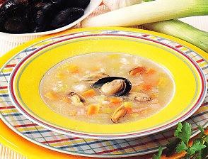 Sopa de verduras con arroz y mejillones