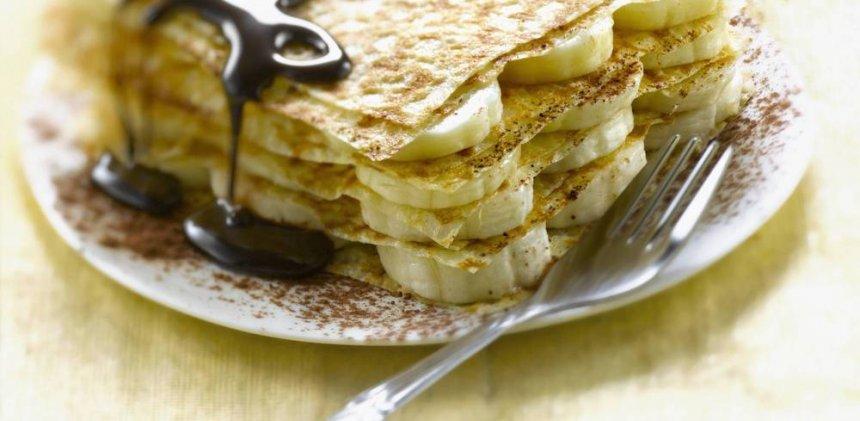 Crêpes de harina de garbanzo con plátano y cacao