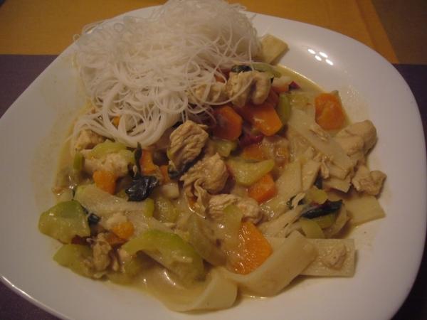 Curry verde con pollo y verduras o Kang Kiew Wan Kai (Thai)