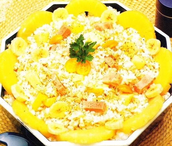 Ensalada de arroz, cebada y frutas