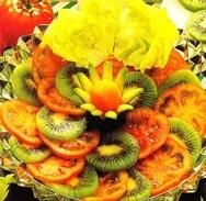 Ensalada de lechuga, kiwi y tomates