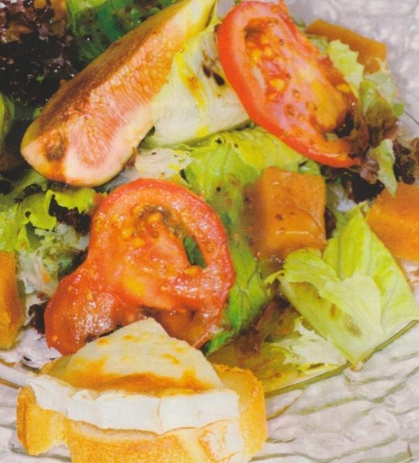 Ensalada de queso de cabra y membrillo con vinagreta de mostaza