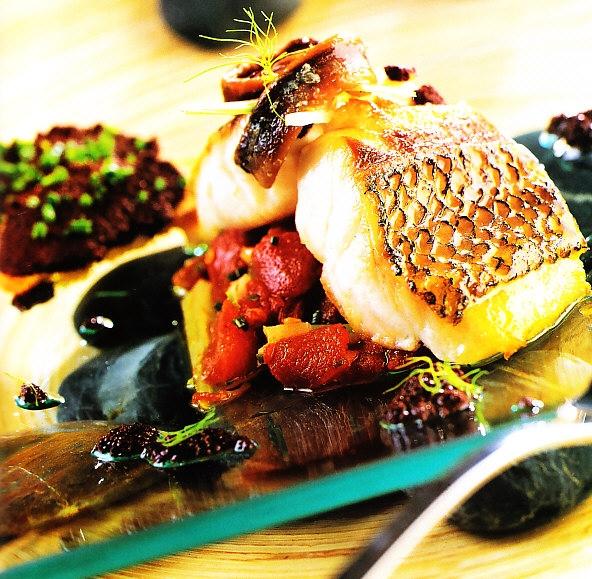 Ensalada de sardo imperial con pasta de olivas negras y anchoas