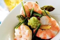 Ensalada tibia de verduras y langostinos