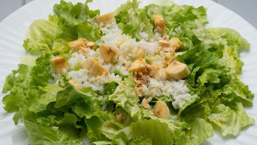 Ensalada verde con arroz