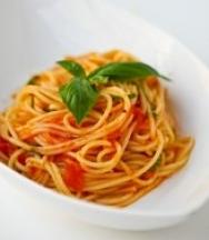 Espaguetis a la albahaca
