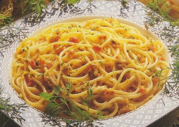 Espaguetis con salsa de pescado