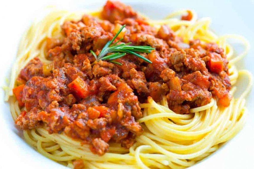 Espaguetis con salsa ragú
