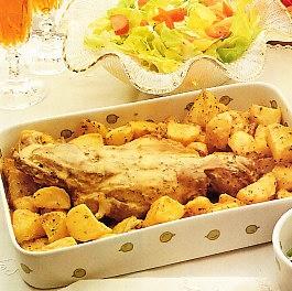 Espalda de cordero asada con patatas