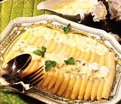Espárragos blancos con crema al jamón
