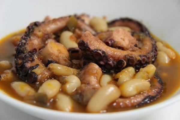 Fabes asturianas con pulpo