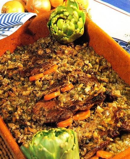Filetes de ternera con salsa de setas, alcaparras y pepinillos