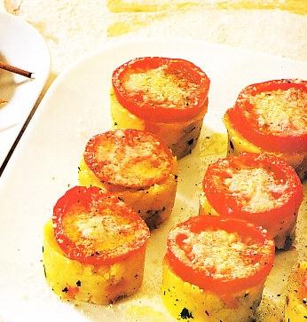 Galletas de patata con ragú de pimientos