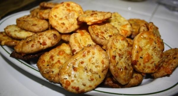 Galletas de queso emmental con semillas de sésamo