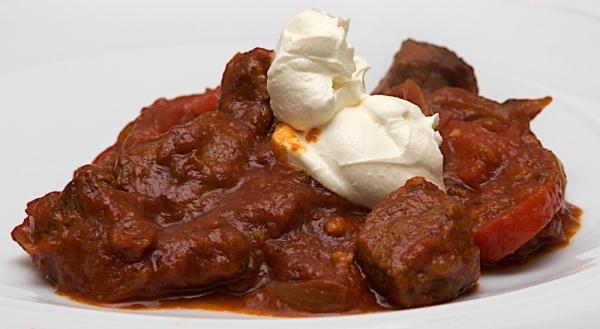 Goulash húngaro casero