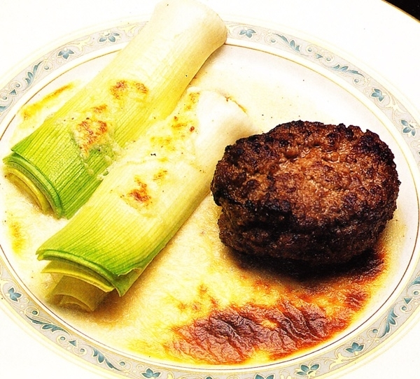 Hamburguesa con puerros y salsa de nata