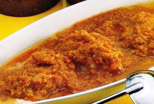 Huevos escalfados con salsa de verduras