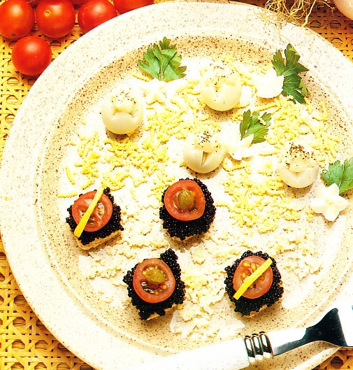 Huevos rellenos de cebolleta al caviar