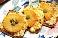 Huevos revueltos con piña