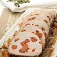 Lomo de cerdo mechado con choricitos y pimientos