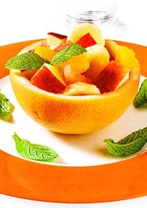 Macedonia de frutas con zumo de naranja